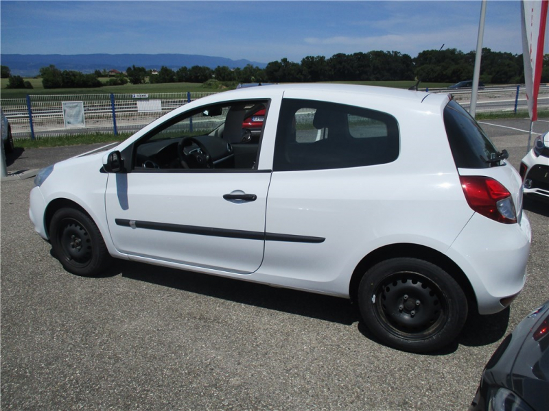 Renault CLIO III DCI 75 ECO2 Diesel Blanc Occasion à vendre